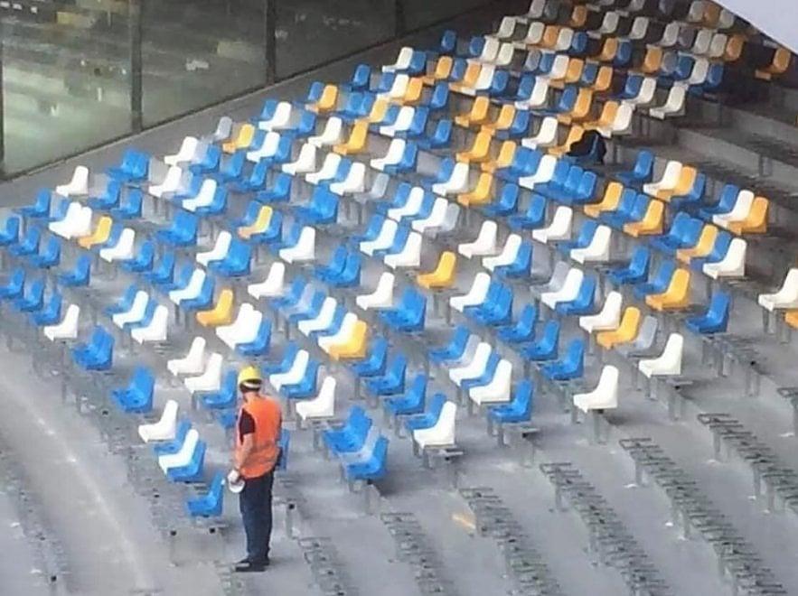 Napoli, i nuovi sediolini del San Paolo: spunta anche il giallo