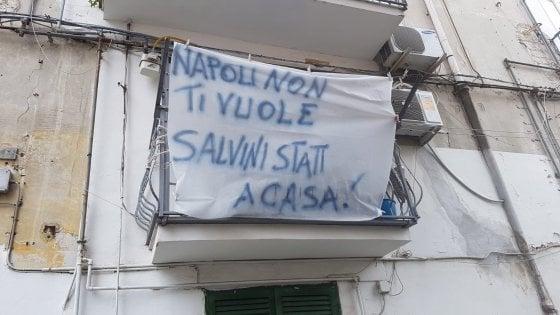 """C'è Salvini a Napoli, striscioni in città """"Vattene, non ti vogliamo"""""""