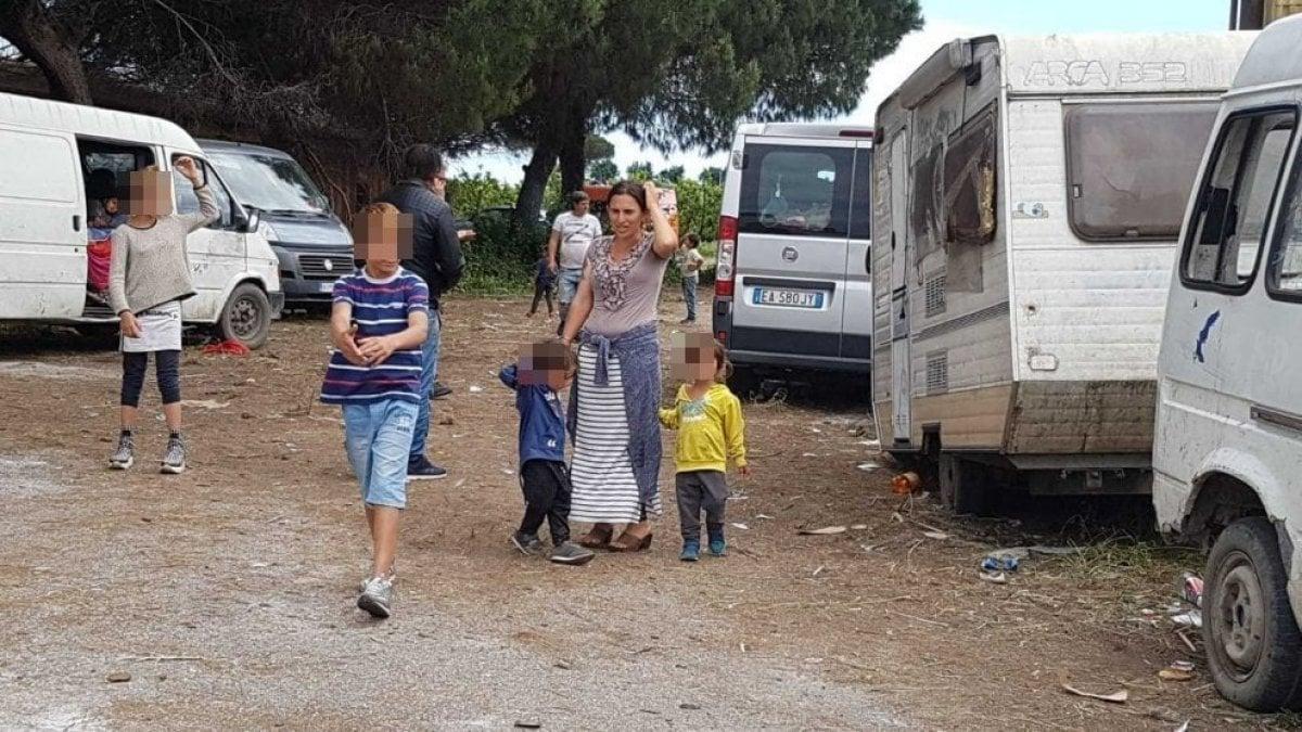 """Rom sgomberati a Giugliano, interviene la Corte di Strasburgo: """"L'Italia gli dia un alloggio"""""""