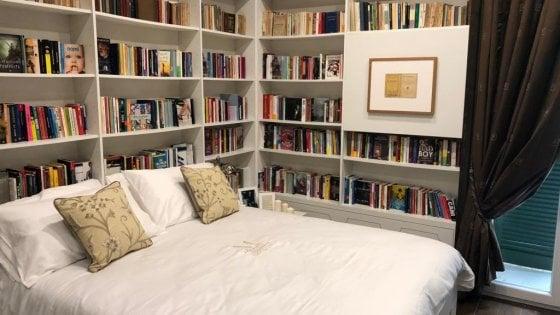 """Napoli, la libreria è anche un hotel: ecco il primo """"Book and Bed"""" d'Italia"""