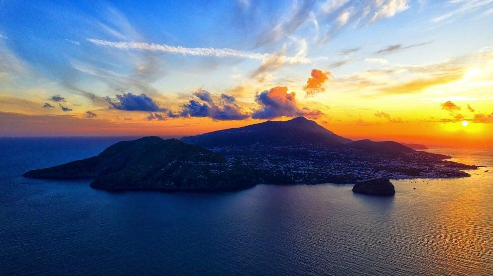 Ischia, tutta l'isola in uno scatto: il drone cattura la bellezza