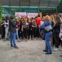 Napoli, scuole al Plebiscito per la docente sospesa: