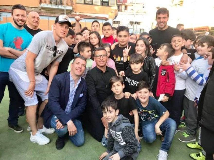 """Napoli, Zielinsky e Verdi premiano i bambini  della fondazione """"A' Voce d'è Creature"""""""