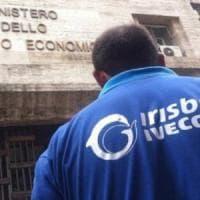 Ex Irisbus: stabilimento chiude per pioggia: lavoratori a casa