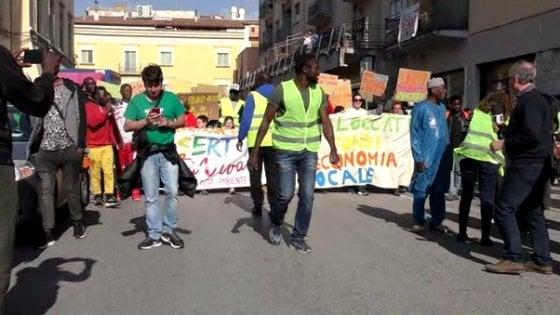 """Caserta, """"Riaprite l'ex Canapificio"""": in piazza contro la chiusura"""