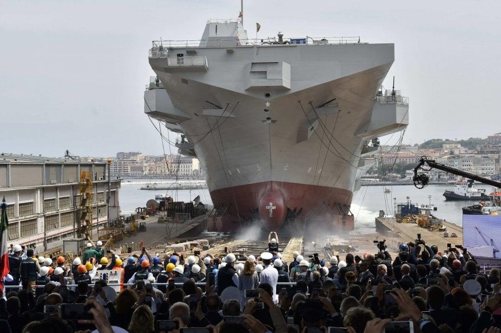 """Castellammare, il varo della nave """"Trieste"""", la più grande dal dopoguerra"""