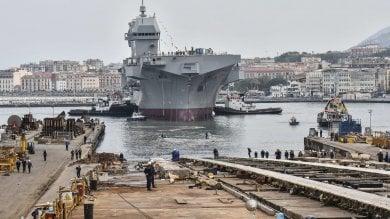"""Mattarella a Castellammare: la Marina vara nave """"Trieste"""", la più grande dal dopoguerra    / Ft -     Emozione degli operai sotto la prua / Video     /Vd2"""