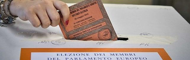 Europee, a Napoli vota il 40 per cento    Votanti nei seggi/ft    di ROBERTO FUCCILLO e RICCARDO SIANO
