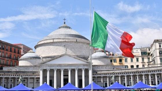 Festa del 2 giugno, cerimonia in piazza del Plebiscito