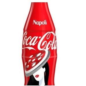 Omaggio Coca cola  a Napoli: pizza, Vesuvio e Maschio angioino sulla bottiglia