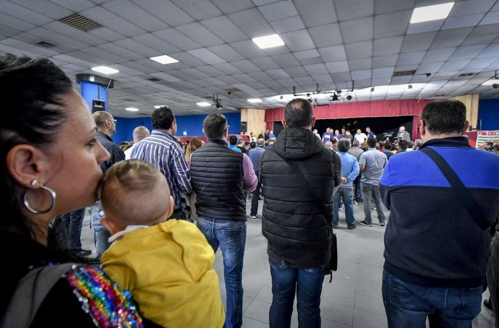 """Whirlpool, assemblea dei lavoratori: """"Napoli non si tocca"""""""
