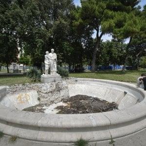 """Napoli, Villa comunale: """"Il manifesto di un fallimento"""""""
