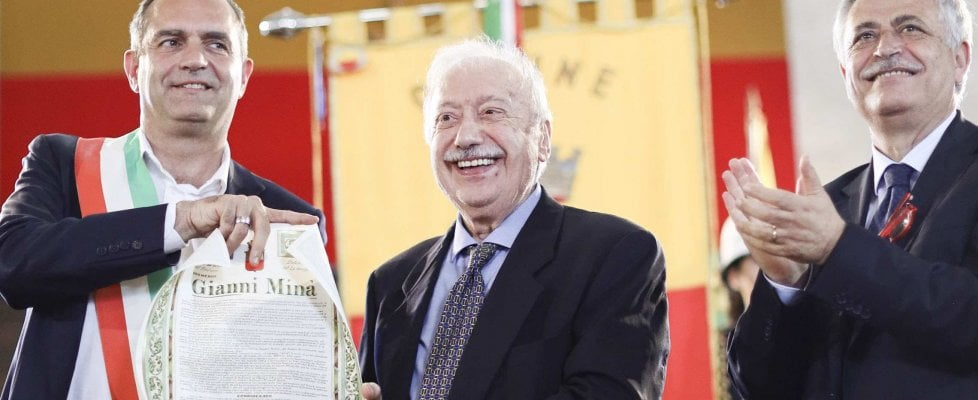Gianni Minà cittadino di Napoli, ricordando Massimo Troisi e Pino Daniele