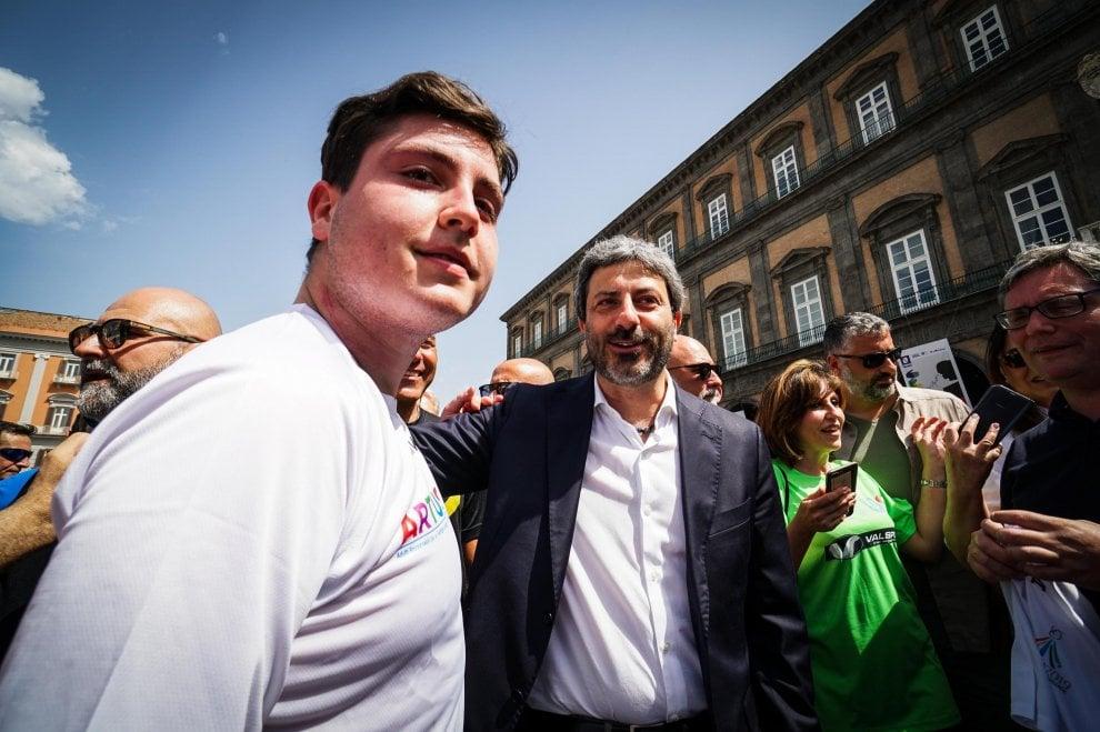 Napoli, maratona contro la violenza, c'è anche il presidente della Camera Fico