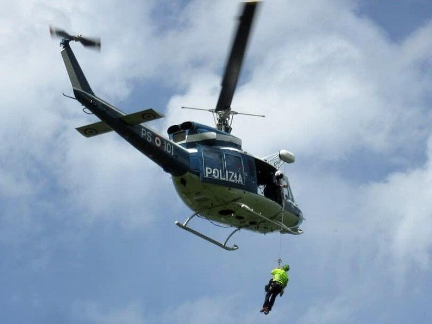 Vesuvio, un elicottero della polizia salva un uomo finito nel cratere