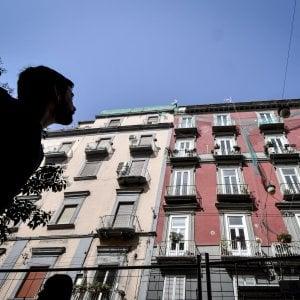 """Napoli, crollo in via Duomo: """"Il giorno prima della tragedia già piovevano pietre"""""""