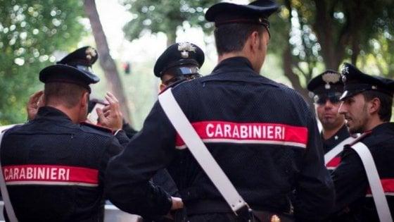Ruba una statuetta di argento, bloccato da due carabinieri liberi dal servizio