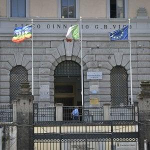 Napoli, si uccide il docente accusato di aver avuto una relazione con due allieve
