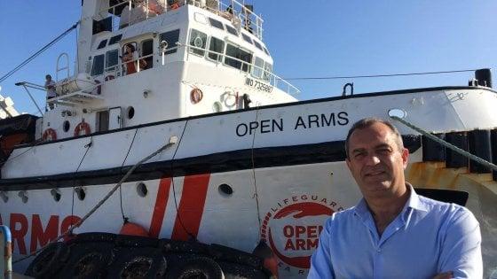 """Migranti, """"Open Arms"""" nel porto di Napoli, de Magistris: """"La città sostiene le Ong che salvano vite"""""""