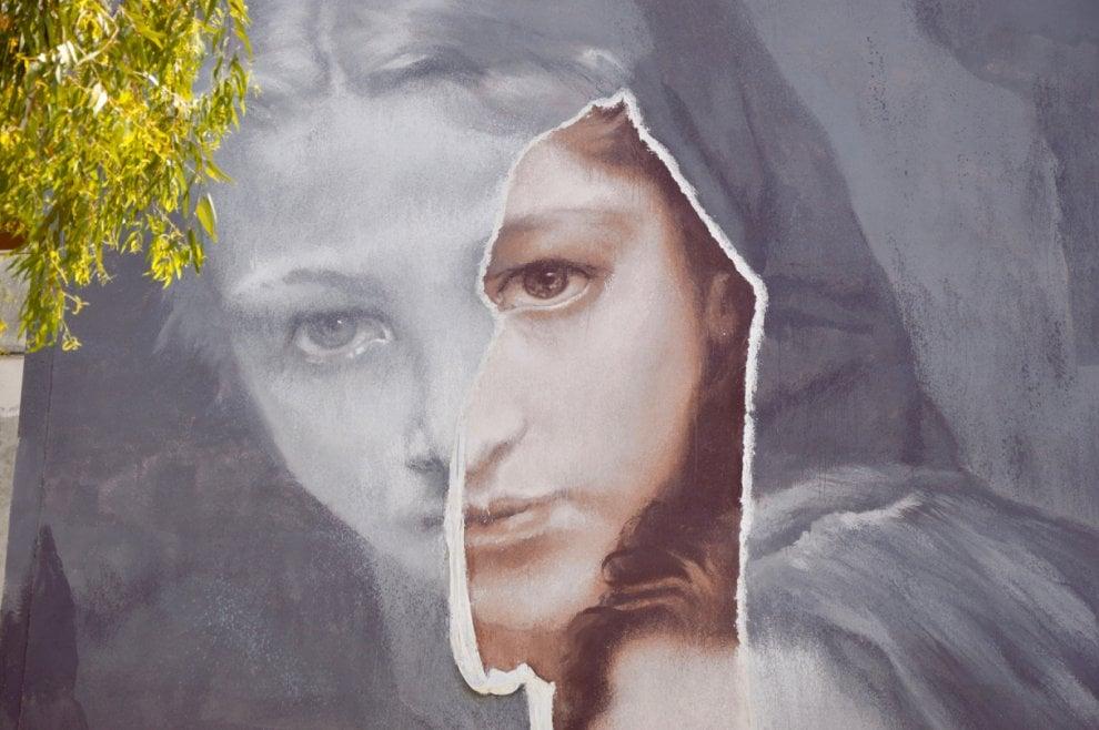 """Napoli, il murale di 20 metri ispirato a """"L'amica geniale"""""""
