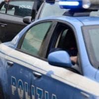 Caserta, minaccia clienti al bar con la pistola: ferito alle gambe dalla polizia