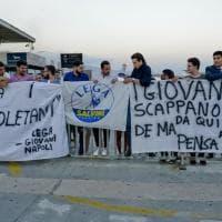 Migranti, protesta della Lega a Napoli: