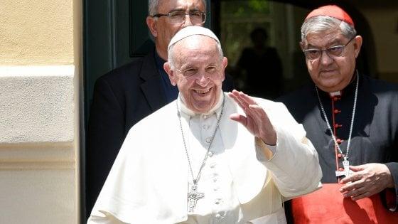 """De Magistris: """"Le parole del Papa rappresentano una svolta epocale per la città"""""""