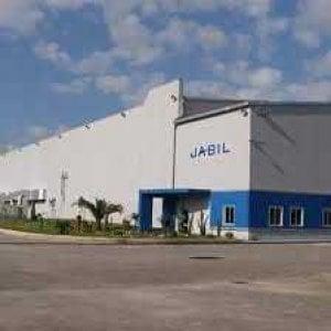 Jabil: operai in sciopero davanti ai cancelli della fabbrica