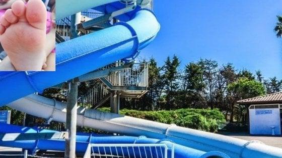 Bimbi con le bolle dopo il bagno in piscina nel Napoletano, l'Asl vieta la balneazione