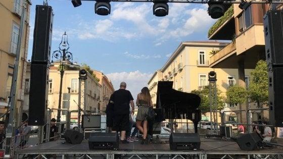 """Morgan ad Avellino: """"Scenografia umiliante, devolvo il cachet ai senzatetto"""""""