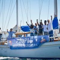 Napoli, de Magistris lancia la flotilla per i migranti