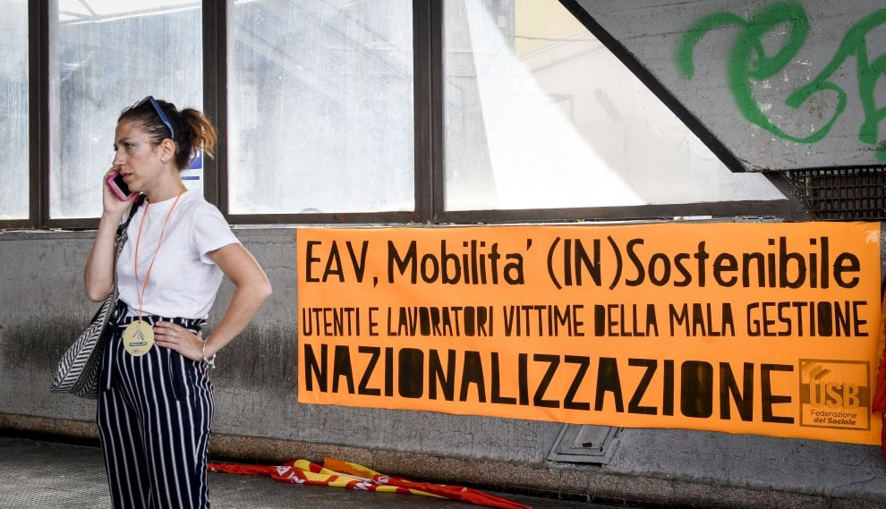 """Circumvesuviana, la protesta dei pendolari: """"Impossibile viaggiare così"""""""