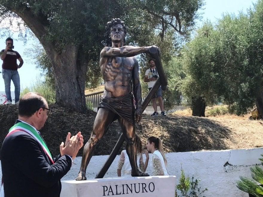 """Cilento, inaugurata statua in onore di Palinuro, Sibilia: """"Non avrebbe mai forzato blocco navale"""""""