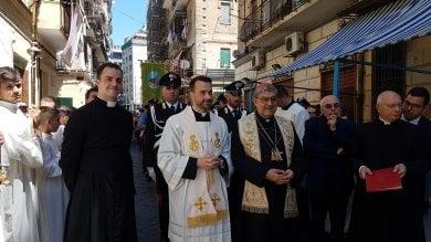 Preghiera anti clan del cardinale Sepe    nel rione Case nuove    / Video