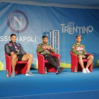Il Napoli a Dimaro, bagno di folla per Mertens, Insigne e Manolas