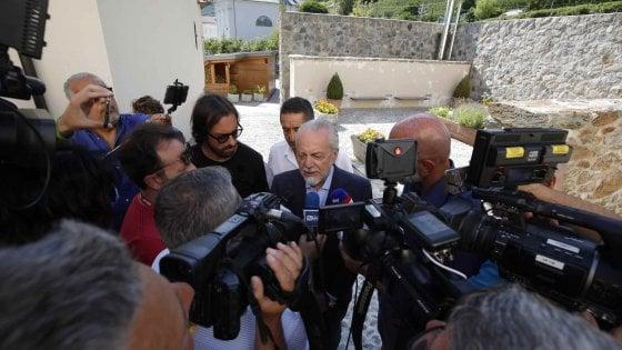 """Napoli, De Laurentiis: James? Solo se non devo pagarlo 42 milioni, mi serve un attaccante da 30 gol """""""