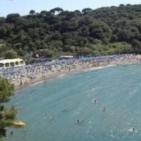 Ischia, tromba d'aria in spiaggia: bagnanti in fuga, paura e un ferito