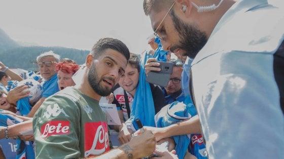 Napoli, delirio per Insigne che ha firmato autografi ai tifosi