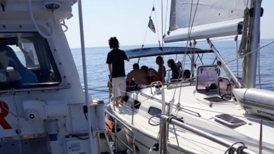 Malore in barca, 52enne salvato dalla Guardia Costiera a Palinuro
