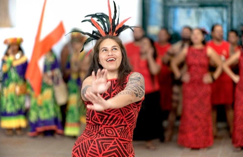 Qui Anacapri, ecco la ricetta anti-razzismo: danze e musiche da tutto il mondo con il Festival del Folklore