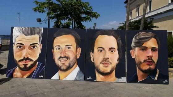 Ponte Morandi, a Torre del Greco commozione e applausi per il murale con i volti delle vittime