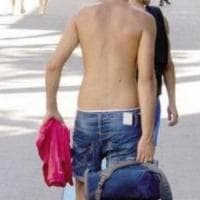 Agropoli, passeggia a torso nudo: dovrà pagare 250 euro di multa