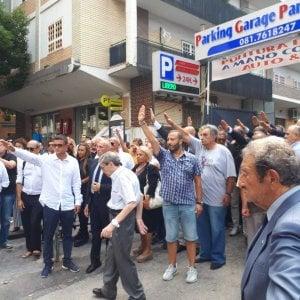 Saluto fascista ai funerali di Rastrelli, la condanna del vicesindaco di Napoli