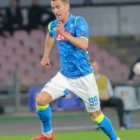 Napoli, Milik si allena da solo: non è più incedibile e potrebbe essere ceduto. E' in dubbio per la Fiorentina