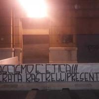 Napoli, oltraggio alla sede della Regione: striscione neofascista per Rastrelli