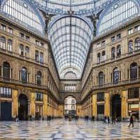 Napoli, furto con destrezza in Galleria Umberto: fermate due ragazze incinte, una è minorenne