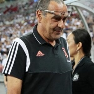 Juve, Sarri non sarà in panchina durante la partita con il Napoli a causa della polmonite