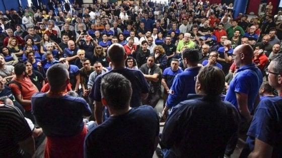 """Whirlpool convoca i sindacati: """"Novità su Napoli"""". Le sigle: """"Si approfitta della crisi di governo"""""""