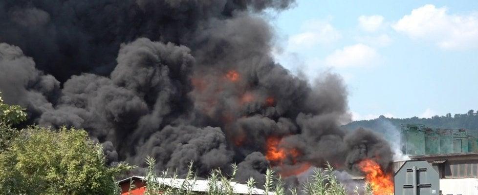 Avellino, fabbrica in fiamme: indagini con il drone, la Procura frena sull'ipotesi dolo