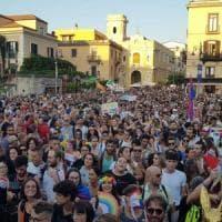 Sorrento, è il giorno del pride: un fiume di persone in strada